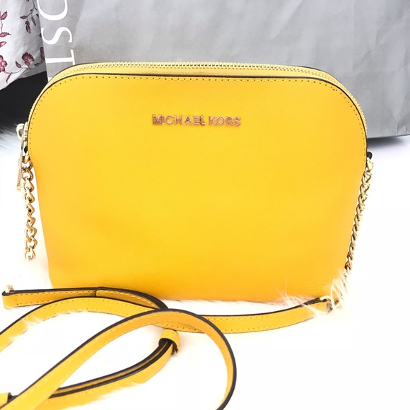 9fb2b3ca4a34 MK Cindy Large Saffiano Leather Crossbody bag. M_5bc27c8312cd4a140c72d247